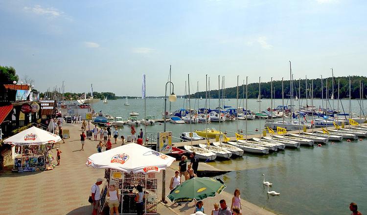 Mikołajki, 2006-05-07. Port jachtowy w Mikołajkach, żeglarskiej stolicy Polski.