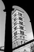 Potsdam, parco di Sanssouci. Il campanile della Chiesa della Pace visto da un chiostro --- Potsdam, Sanssouci Park. The bell tower of the Church of Peace seen from a cloister