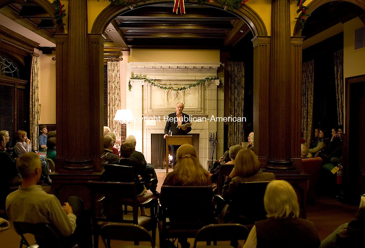 WASHINGTON, CT- 15 DECEMBER 2006-121506JS17-Author William Kinsolving reads Charles Dickens' &quot;A Chirstmas Carol&quot; during an appearance at the Gunn Memorial Library in Washington on Friday night. <br /> Jim Shannon/Republican-American