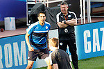 Leicester City FC's Leonardo Ulloa (l) and the coach Craig Shakespeare during training session. April 11, 2017.(ALTERPHOTOS/Acero)