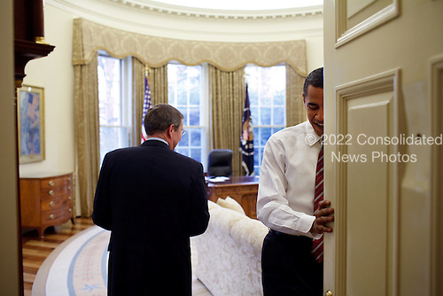 President Obama welcomes Senator Kent Conrad (D-ND) to the Oval Office 1/30/09..Mandatory Credit: Pete Souza - White House via CNP