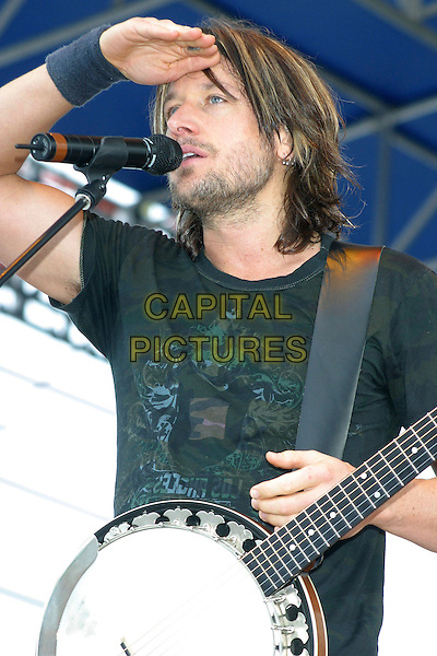 KEITH URBAN.Performing during the WKIS Chili Cookoff & Concert at Pembroke Pines, Florida, USA..January 29th, 2006.Photo: Randi Radcliff/Admedia/Capital Pictures.Ref: RR/ADM.concert live performance gig stubble facial hair singing half length banjo guitar.www.capitalpictures.com.sales@capitalpictures.com.© Capital Pictures.