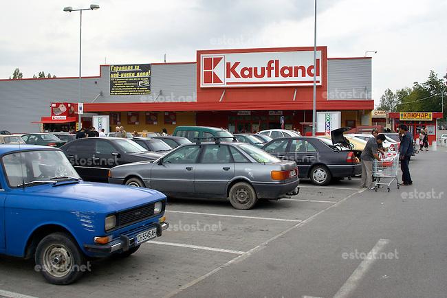 BULGARIEN, 09.2009.Sliven.SB-Markt der deutschen KAUFLAND-Gruppe..Supermarket of the German KAUFLAND group..© Martin Fejer/EST&OST