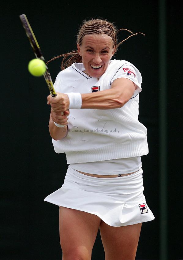 Photo: Paul Thomas..Wimbledon Championships. 28/06/2007...Svetlana Kuznetsova (RUS) during her match against Bethanie Mattek.