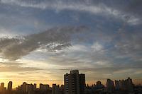 SAO PAULO, SP, 20 DEZEMBRO 2012 - CLIMA TEMPO CAPITAL PAULISTA - Manhã desta quinta-feira (20) com céu aberto na capital paulista. A previsão é de sol, calor e chuva no final da tarde. FOTO: LUIZ GUARNIERI / BRAZIL PHOTO PRESS).