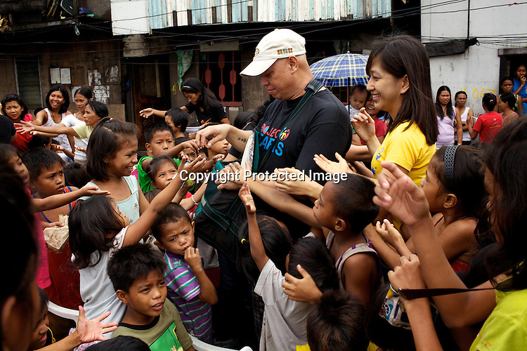 Volunteers from the Project Pearl distribute food to the under privileged children in the slums of Smokey Mountain-II in Manila in Philippines. Photo: Sanjit Das