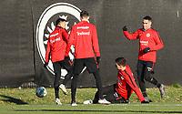 Marijan Cavar (Eintracht Frankfurt) mit Grätsche gegen Marco Fabian (Eintracht Frankfurt) - 14.02.2018: Eintracht Frankfurt Training, Commerzbank Arena
