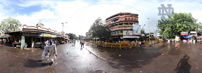 Panoramic street scene in Kolkata, India..Photo by Matt Cashore/University of Notre Dame