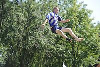 FIERLJEPPEN: GRIJPSKERK: 27-08-2016, Nederlands Kampioenschap Fierljeppen/Polsstokverspringen, Wietse Nauta redt het niet, ©foto Martin de Jong