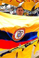 BARRANQUILLA, COLOMBIA - 19-03-2013: Hinchas de la Selección Colombia con la camiseta en Barranquilla, marzo 19 de 2103. El equipo colombiano se prepara en Barranquilla para los partidos contra Bolivia el 22 de marzo y Venezuela el 26 de marzo, partidos clasificatorios a la Copa Mundial de la FIFA Brasil 2014. (Foto: VizzorImage / Luis Ramírez / Staff). Fans of the Colombian national team with the t-shirt in Barranquilla on March 19, 2012. The Colombia team prepares for the games against Bolivia next March 23 and Venezuela on March 26, matchs qualifying for the FIFA World cup Brazil 2014. (Photo: VizzorImage / Luis Ramirez/ Staff)..