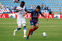 SANTA MARTA- COLOMBIA, 03-03-2019: Ricardo Marquez  (Der.) jugador del Unión Magdalena  disputa el balón con el Deportivo Pasto  durante partido por fecha 8 de la Liga Águila I 2019 jugado en el estadio Sierra Nevada de la ciudad de Santa Marta. / Ricardo Marquez (R) player of Union Magadalena   fights for the ball with Deportivo Pasto  during match for the date 8 as part of the  Aguila League  I 2019 played at the Sierra Nevada Stadium in Santa Marta  city. Photo: VizzorImage /Gustavo Pacheco / Contribuidor