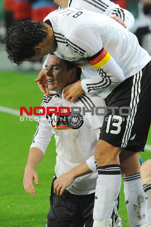 Fussball, L&auml;nderspiel, WM 2010 Qualifikation Gruppe 4 in M&ouml;nchengladbach ( Borussia Park ) <br />  Deutschland (GER) vs. Wales ( GB ) 1:0 ( 0:0 )<br /> <br /> Jubel 1:0 Piotr Trochowski ( Ger / Hamburger SV #14 mit Michael Ballack (Ger /  Chelsea London #13)  <br /> <br /> Foto &copy; nph (  nordphoto  )<br />  *** Local Caption ***