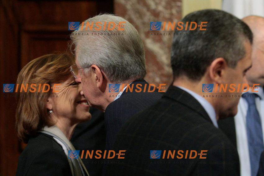 Mario Monti bacia Elsa Fornero.Roma 21/11/2012 Conferenza stampa al termine del tavolo Governo-parti sociali sulla produttivita'..Photo Samantha Zucchi Insidefoto