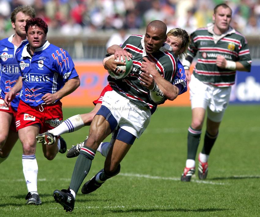 Photo. Richard Lane..Stade Francais v Leicester Tigers. ERC Heineken Cup Final at Parc des Princes, Paris. 19/05/2001..Leon Lloyd is tackled by Morgan Williams.