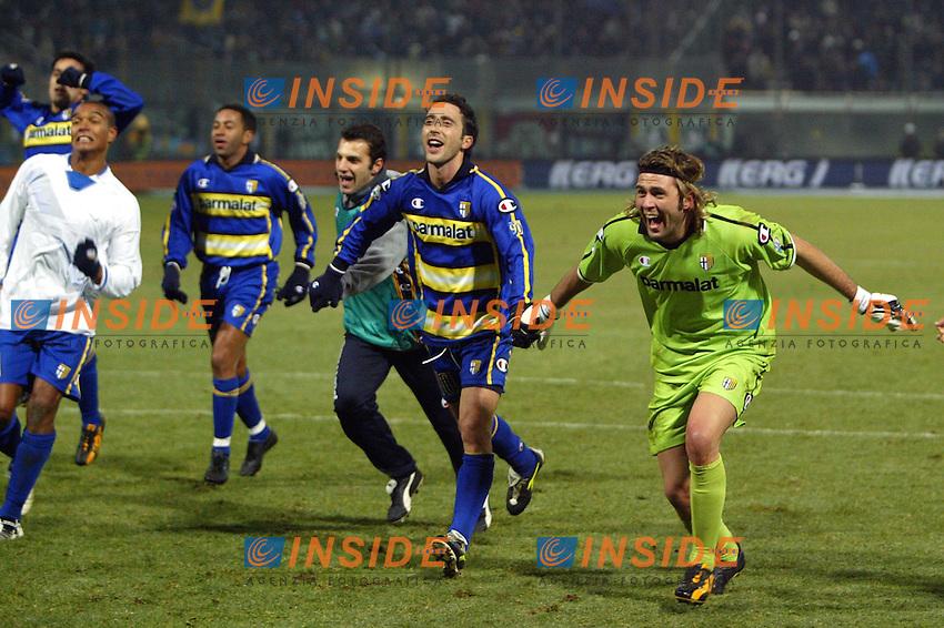 Parma 10/1/2004<br /> Parma Inter 1-0<br /> L'esultanza dei giocatori del Parma al termine della partita<br /> Photo Andrea Staccioli Insidefoto