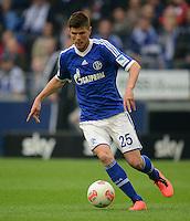 FUSSBALL   1. BUNDESLIGA   SAISON 2012/2013    31. SPIELTAG FC Schalke 04 - Hamburger SV          28.04.2013 Klaas Jan Huntelaar (FC Schalke 04) am Ball
