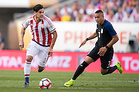 Action photo during the match USA vs Paraguay at Lincoln Financial Field, Copa America Centenario 2016. ---Foto  de accion durante el partido USA vs Paraguay, En el Lincoln Financial Field, Partido Correspondiante al Grupo - D -  de la Copa America Centenario USA 2016, en la foto: Gustavo Gómez, Bobby Wood
