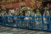 RIO DE JANEIRO (RJ) 29.02.2020 - Carnaval - Rio Escola de samba Beija -Flor no desfile das campeas das escolas de samba do Grupo Especial do Rio de Janeiro neste sabado (29) na Marquues de Sapucai. Publico prestigia o desfile na chuva (Foto: Ellan Lustosa/Codigo 19/Codigo 19)