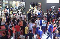 SÃO PAULO, SP, 07.10.2015- DUAS-RODAS- Movimentação no Salão Duas Rodas no pavilhão do Anhembi na região norte da cidade de São Paulo nesta quarta-feira, 7. (Foto: Renato Mendes / Brazil Photo Press)