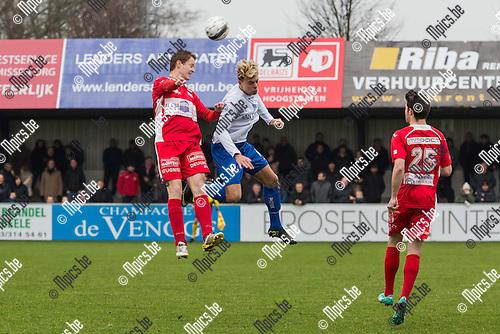 2015-01-25 / Voetbal / Seizoen 2014-2015 / Hoogstraten-Tienen/ Glen Van der Linden (HVV) in duel met Maxime Cosse (Tienen)<br /> <br /> Foto: Mpics.be