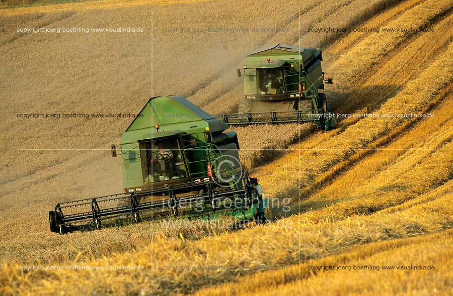 "Europa Deutschland DEU  .John Deere Mähdrescher bei Getreideernte auf Insel Rügen -  Landwirtschaft Landbau Feldwirtschaft Feld Felder Flur Furche Acker Boden Landmaschine Landmaschinen Bauer Bauern ernten Ernte Getreide Weizen dreschen Korn Brot EU Subventionen Agrarsubventionen xagndaz | .Europe Germany GER  .wheat harvest with combine harvester - agriculture farming field soil farm farmer peasant cereal grain crop .| [ copyright (c) Joerg Boethling / agenda , Veroeffentlichung nur gegen Honorar und Belegexemplar an / publication only with royalties and copy to:  agenda PG   Rothestr. 66   Germany D-22765 Hamburg   ph. ++49 40 391 907 14   e-mail: boethling@agenda-fototext.de   www.agenda-fototext.de   Bank: Hamburger Sparkasse  BLZ 200 505 50  Kto. 1281 120 178   IBAN: DE96 2005 0550 1281 1201 78   BIC: ""HASPDEHH"" ,  WEITERE MOTIVE ZU DIESEM THEMA SIND VORHANDEN!! MORE PICTURES ON THIS SUBJECT AVAILABLE!! ] [#0,26,121#]"