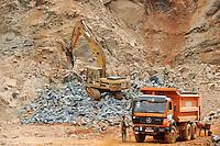 SIERRA LEONE, Freetown,  illegal stone quarry in Western Area Peninsula / SIERRA LEONE, illegaler Steinbruch im Waldschutzgebiet der Western Area Peninsula