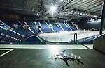Stockholm 2014-01-08 Ishockey SHL AIK - Lule&aring; HF :  <br /> Vy &ouml;ver Hovet fr&aring;n en g&aring;ng ut till l&auml;ktarna. Skr&auml;p har sopats ihop p&aring; golvet av st&auml;dare. <br /> (Foto: Kenta J&ouml;nsson) Nyckelord:  inomhus interi&ouml;r interior