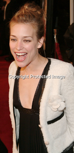 Piper Perabo<br />&quot;Cheaper by the Dozen&quot; Film Premiere - Los Angeles<br />Mann's Grauman's Chinese Theatre<br />Hollywood, CA, USA<br />Sunday, December 14, 2003<br />Photo By Celebrityvibe.com/Photovibe.com