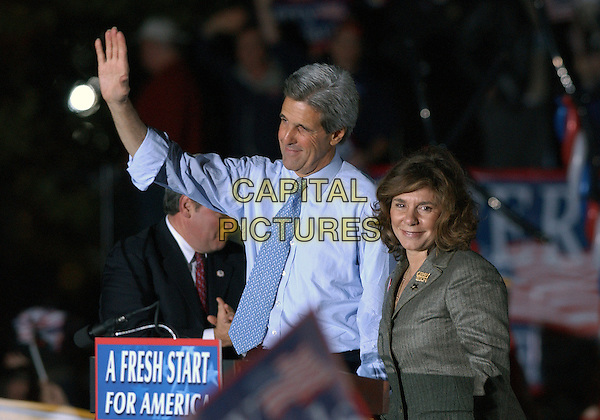 JOHN KERRY.Presidential Candidate, Senator JOHN KERRY, visits Carnegie Mellon University for a rally in Oakland,  Pittsburgh, PA, USA, October 20th 2004..half length arm hand gesture waving .**UK SALES ONLY**.Ref:ADM.www.capitalpictures.com.sales@capitalpictures.com.©JN/AdMedia/Capital Pictures .