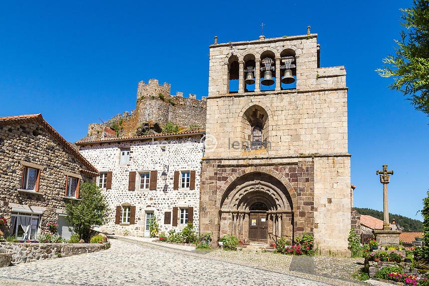 France, Haute-Loire (43), vallée de la Loire, Arlempdes, labellisé Les Plus Beaux Villages de France, église Saint-Pierre du XIIe siècle
