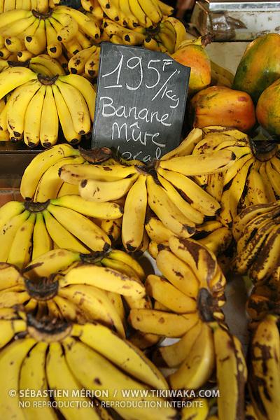 Etalage de bananes locales au marché de Nouméa, Nouvelle-Calédonie