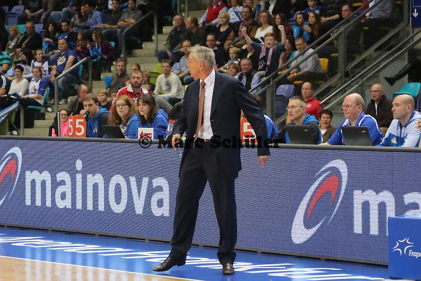 Trainer Gordon Herbert (Skyliners) regt sich auf, bekommt sein zweites technisches Foul und muss in die Kabine- Fraport Skyliners vs. Telekom Baskets Bonn, Fraport Arena Frankfurt