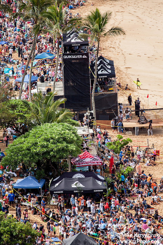 Crowd of spectators on the beach watching  the 2016 Big Wave Eddie Aikau Contest, Waimea Bay, North Shore, Oahu