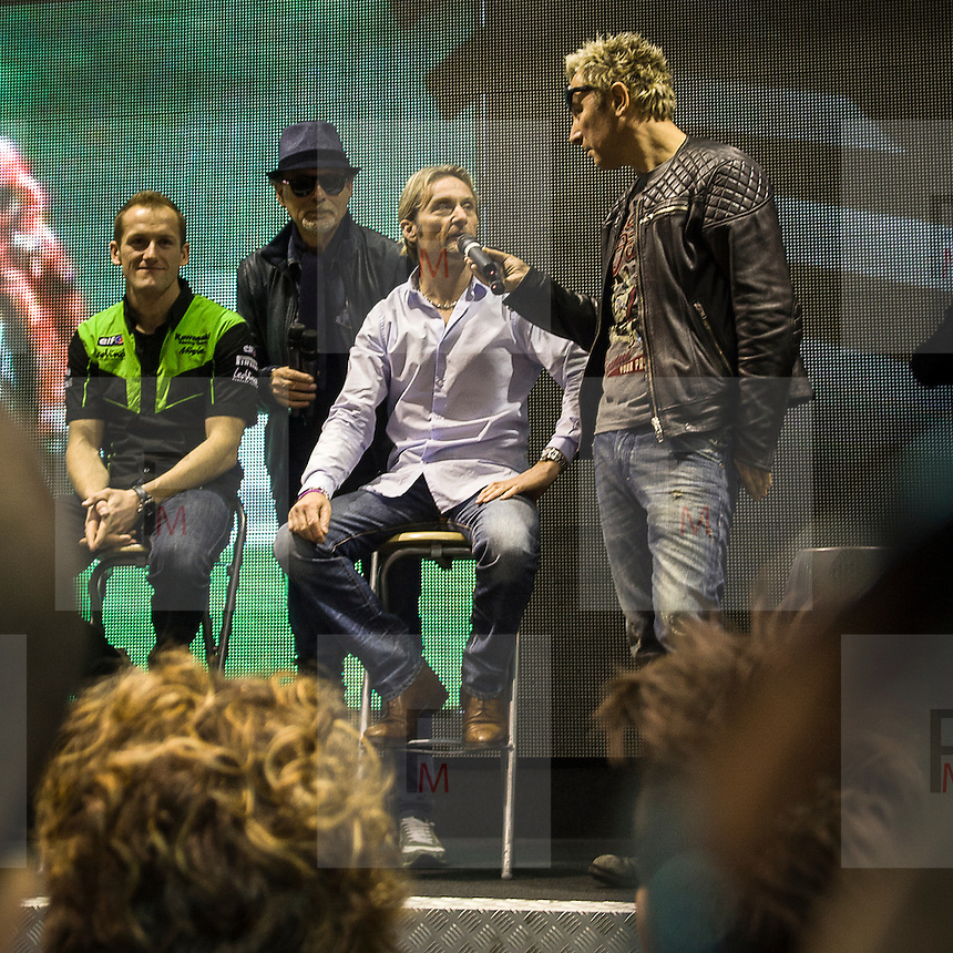 Motosalone Eicma edizione 2012: Dj Ringo Intervista Carl Fogarty nello stand Sbk. Presente anche Tom Sykes vice campione Sbk 2012 e Giovanni Di Pillo giornalista sportivo..International Motorcycle Exhibition 2012: Dj Ringo interview Carl Fogarty in the stand of Sbk. Present also Tom Sykes, 2nd in the 2012 world superbikes and Giovanni Di Pillo sport journalist