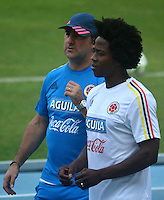 BARRANQUILLA - COLOMBIA -30-08-2016: Carlos Sachez y Nestor Lorenzo.Jugadores de la Selección Colombia durante entrenamiento en la cancha de la Universidad Autónoma de Barranquilla. Colombia prepara para el próximo partido partido contra Venezuela por la calificificacion a la Copa Mundo FIFA 2018 Rusia. / Players of Colombian team during training session ata Universidad Autonoma field in Barranquilla city. Photo: VizzorImage / Alfonso Cervantes / Cont