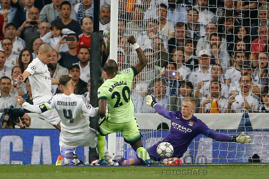 Real Madrid's Spanish defense Sergio Ramos and Manchester City´s goalkeeper  Joe Hart during the UEFA Champions League match between Real Madrid and Manchester City at the Santiago Bernabeu Stadium in Madrid, Wednesday, May 4, 2016.
