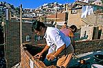 Trabalhadores de construção em Seul, Coréia do Sul. 1999. Foto de Ricardo Azoury.