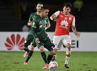 BOGOTÁ - COLOMBIA, 29-10-2017: Sebastian Salazar (Der.) jugador de Santa Fe disputa el balón con Stalin Motta (Izq.) jugador del Equidad durante el encuentro entre Independiente Santa Fe y La Equidad por la fecha 17 de la Liga Aguila II 2017 jugado en el estadio Nemesio Camacho El Campin de la ciudad de Bogotá. / Sebastian Salazar (R) player of Santa Fe struggles for the ball with Stalin Motta (L) player of Equidad during match between Independiente Santa Fe and La Equidad for the date 17 of the Aguila League II 2017 played at the Nemesio Camacho El Campin Stadium in Bogota city. Photo: VizzorImage/ Gabriel Aponte / Staff