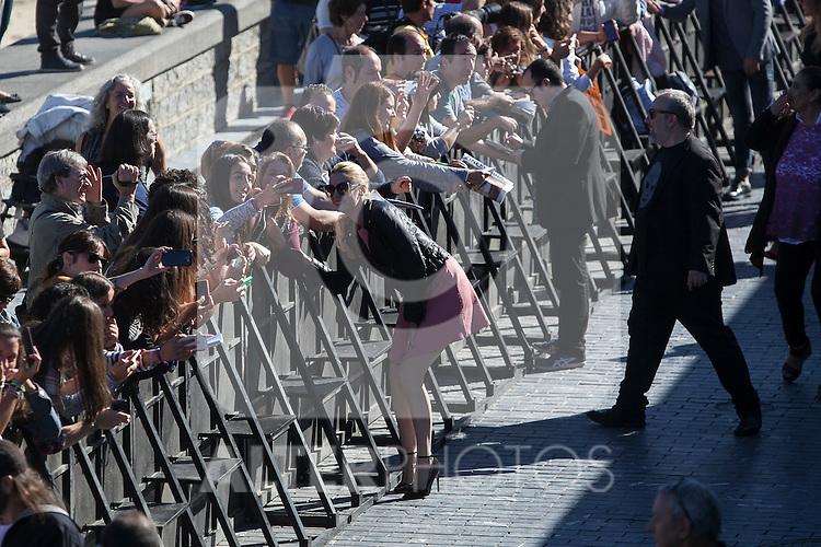 Carolina Bang signs autographs and takes pictures with fans during the `Mi gran noche´ film presentation at 63rd Donostia Zinemaldia (San Sebastian International Film Festival) in San Sebastian, Spain. September 20, 2015. (ALTERPHOTOS/Victor Blanco)