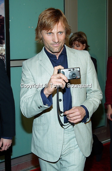 "Viggo Mortensen arriving at The premiere of ""The Lord Of The Rings: The Two Towers"" at the Cineramadome Theatre in Los Angeles. December 15, 2002.          -            MortensenViggo12.jpg"