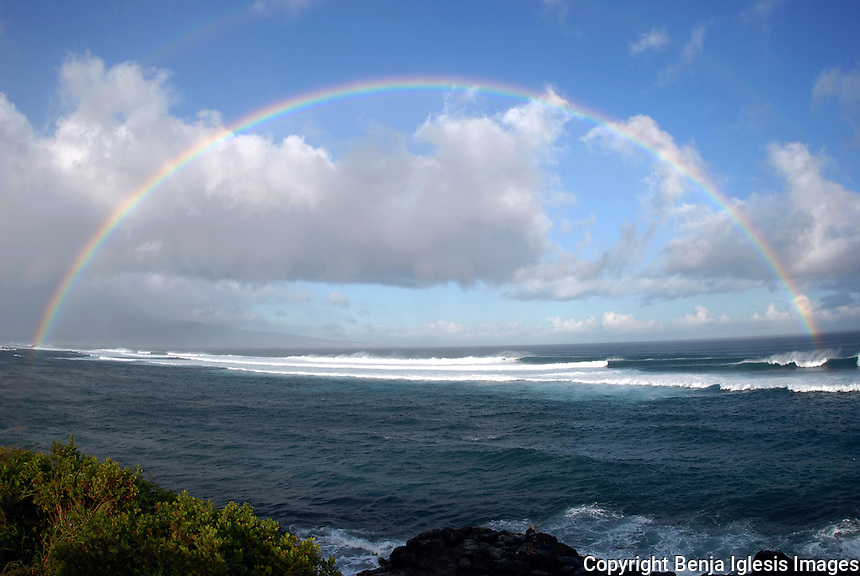 Maui Hawaii photos from around the islands,surf,scenics,underwater photos,fish,animals,palm trees,surf,standup paddle,water,marine,honu.<br /> Look for the photo you like for your house,office or gift and download it. Scenics photos from around Maui Hawaii,Honolua bay,haelakala crater,wailea beach,Hookipa ,north shore maui,shugar cane,rainbow , sunsets,molokini, many beautiful photos from around the island enjoy.