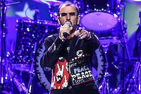 SAO PAULO, SP, 29.10.2013 - SHOW RINGO STARR - O baterista e ex Beatles Ringo Starr durante apresentacao no Credicard Hall em Sao Paulo na noite desta terca-feira, 29. (Foto: William Volcov / Brazil Photo Press).