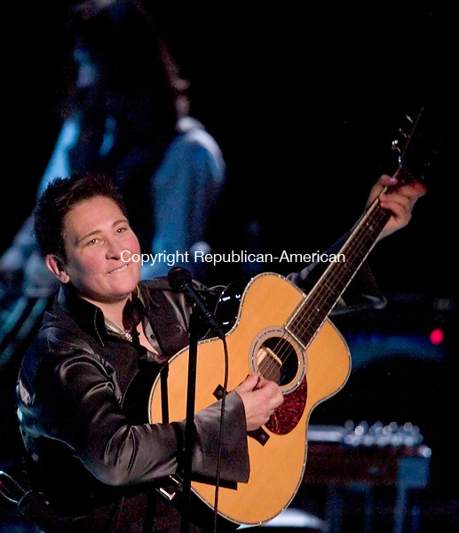 WATERBURY, CT-16 MARCH 2008 --031608JS06-Singer/songwriter k.d. lang performs Sunday at the Palace Theatre in Waterbury. Her new album, &quot;Watershed,&quot; was released in North America by Nonesuch Records in February.<br /> Jim Shannon / Republican-American