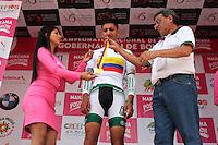 PAIPA - COLOMBIA- 19 - 02 - 2016: Walter Vargas, ciclista de la Liga de Antioquia, medalla de oro, durante la prueba contrarreloj individual entre las ciudades de Paipa y Duitama en una distancia de 35,2 kilometros de Los Campeonato Nacionales de Ciclismo en la categoría Elite, que se realizan en Boyaca. / Walter Vargas,  cyclist, of the Liga de Antioquia, wins the gold medal,  during the individual time trial between the towns of Paipa and Duitama at a distance of 35.2 km of the National Cycling Championships in category Elite, performed in Boyaca. / Photo: VizzorImage / Cesar Melgarejo / Cont.