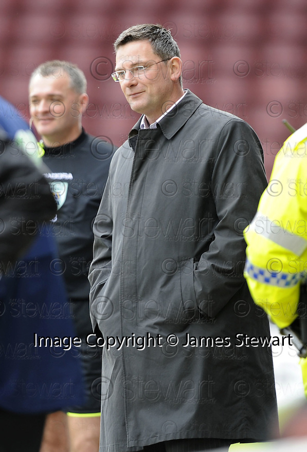 26/04/2008   Collect Pic: James Stewart.File Name : sct_jspa18_motherwell_v_dundee_utd.CRAIG LEVEIN WATCHES HIS TEAM AGINST MOTHERWELL.James Stewart Photo Agency 19 Carronlea Drive, Falkirk. FK2 8DN      Vat Reg No. 607 6932 25.Studio      : +44 (0)1324 611191 .Mobile      : +44 (0)7721 416997.E-mail  :  jim@jspa.co.uk.If you require further information then contact Jim Stewart on any of the numbers above........