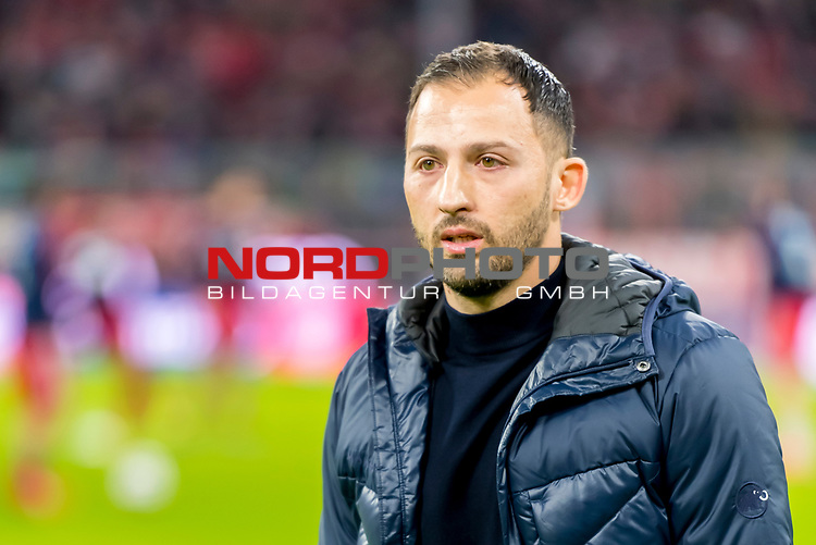 09.02.2019, Allianz Arena, Muenchen, GER, 1.FBL,  FC Bayern Muenchen vs. FC Schalke 04, DFL regulations prohibit any use of photographs as image sequences and/or quasi-video, im Bild Domenico Tedesco (Trainer Schalke) <br /> <br />  Foto © nordphoto / Straubmeier