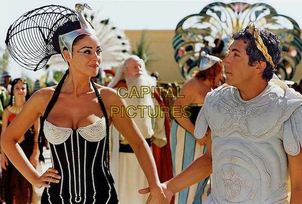 MONICA BELLUCCI.ALAIN CHABAT.in Asterix Et Obelix: Mission Cleopatre.Filmstill - Editorial Use Only.Ref: FB.sales@capitalpictures.com.www.capitalpictures.com.Supplied by Capital Pictures.