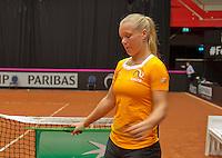 April 16, 2015, Netherlands, Den Bosch, Maaspoort, Fedcup Netherlands-Australia,  Kiki Bertens (NED) warms up<br /> Photo: Tennisimages/Henk Koster