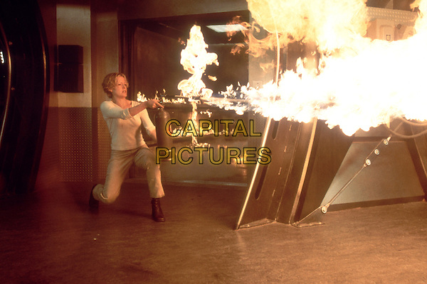Elisabeth Shue.in Hollow Man  .*Filmstill - Editorial Use Only*.CAP/NFS.Supplied by Capital Pictures.