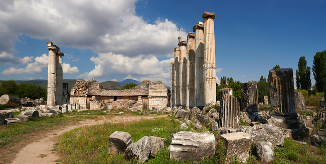 The Temple of Aphrodite at the centre of Aphrodisias. All that remains of the ancient temple consists of fourteen of the over forty Ionic columns that once surrounded it and the foundations of the cellar section. building started in the 1st century BC completed during the reign of Augustus. <br /> <br /> Aphrodisias Archaeological Site, Aydin Province, Turkey.